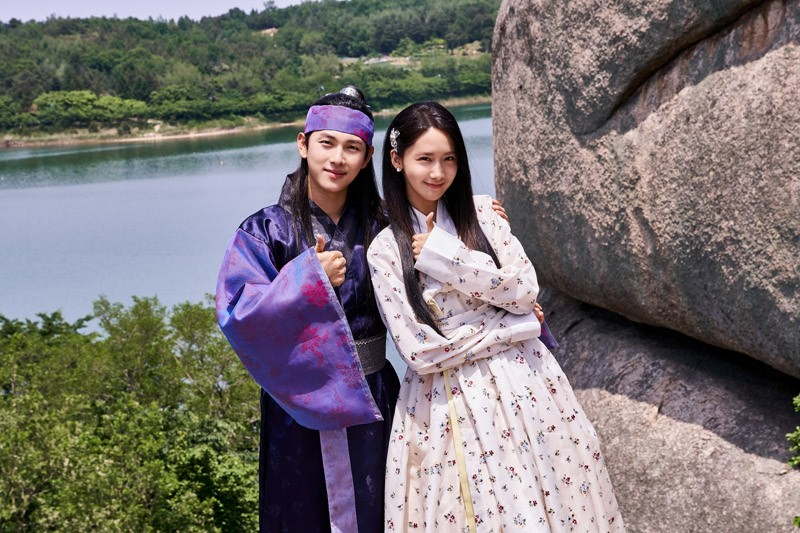 "Korean idols Yoona and Siwan topbill ABS-CBN's ""The King is in Love"""