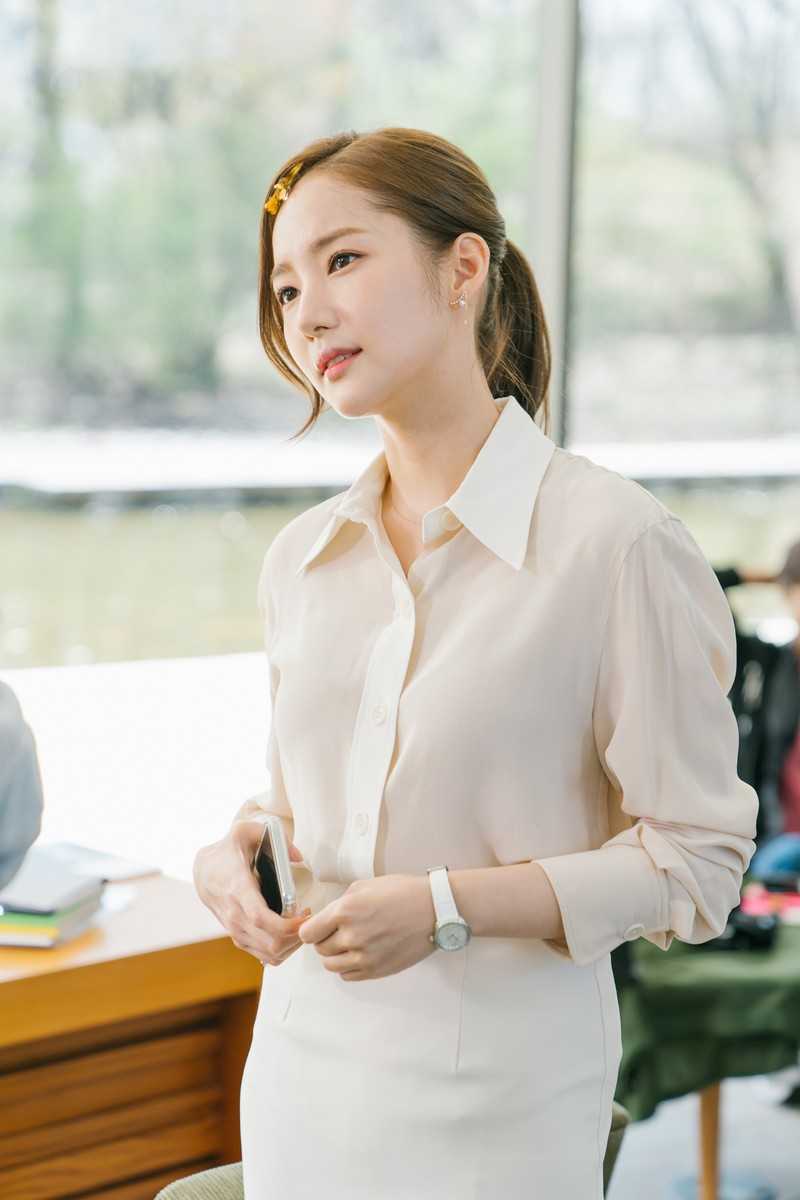 fashion: Park Min Young Fashion Secretary Kim